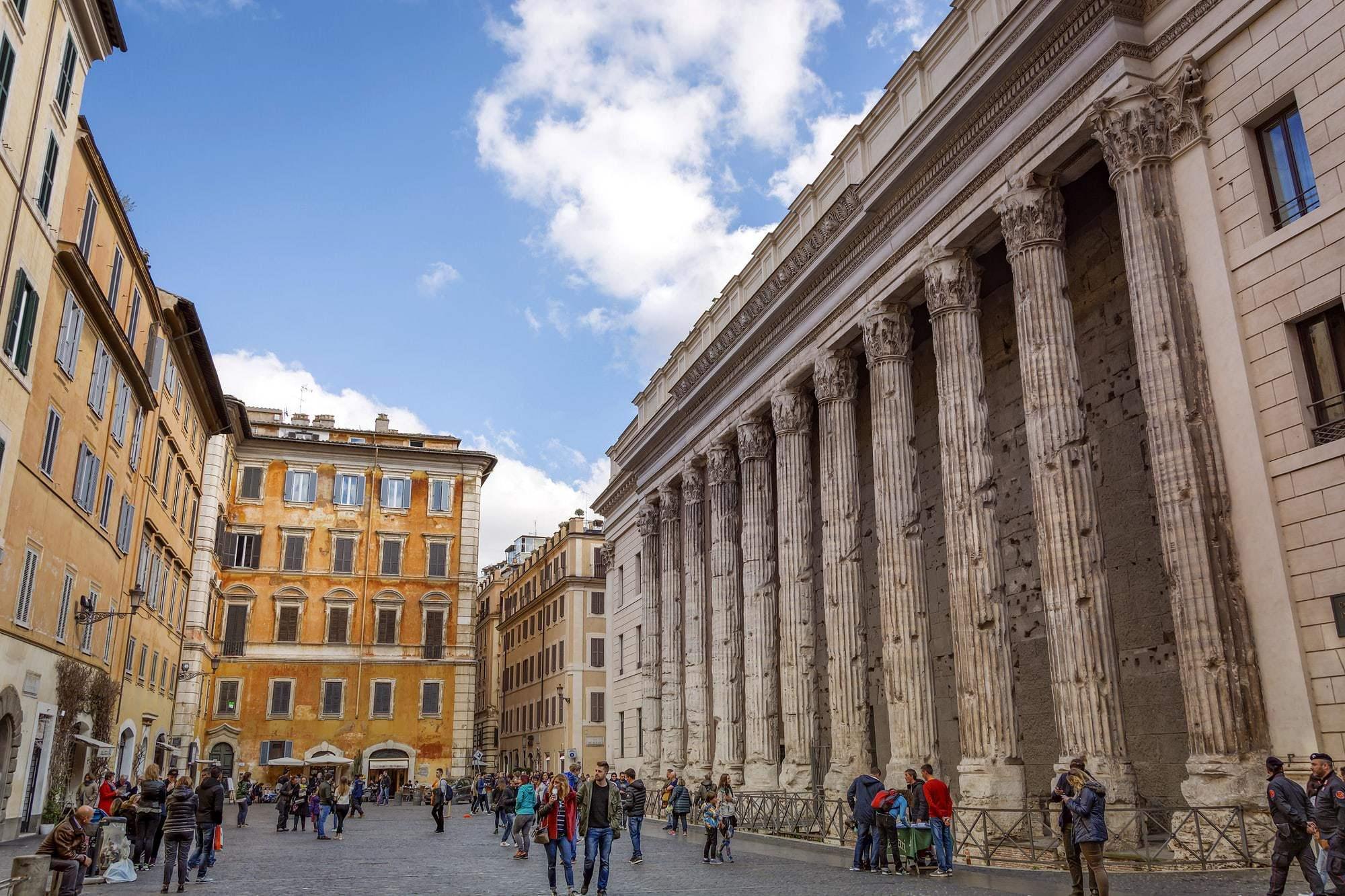 Tempio di Adriano Piazza di Pietra